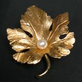 14kt Yellow Gold Tahitian Pearl Grape Leaf  Pin GLI